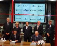 Astrium CEO Francois Auque and Arianespace Chairman and CEO Stéphane Israël signed a contract for the manufacture of 18 Ariane 5 ECAs in the presence of French President François Hollande